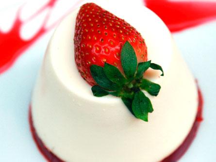 Pannacotta con gelatina de frambuesa y fresas - Masiá Ciscar