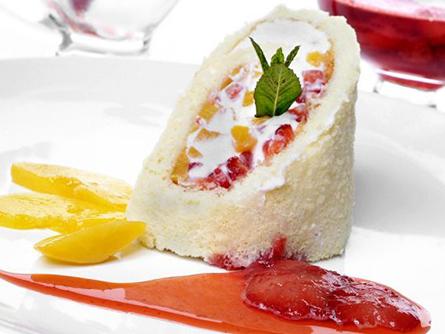 Brazo gitano de frutas con salsa de fresas - Masiá Ciscar